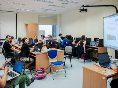 Pracownia przekaźników, bieg po książkę i opowieści cyfrowe Fot. Bogna Kociumbas